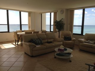 Real Oceanfront 2+2 condo with exceptional views, Hollywood