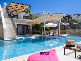 Villa Zeytin Koru, spacious 4 bed (all ensuite)