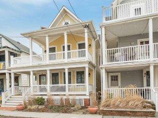 Gorgeous Luxury Home - 1.5 blocks to Ocean