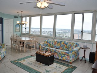 Affordable Penthouse w/Panoramic Ocean and Bay Views