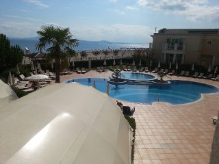 P) Sunset Resort, Pomorie, SEA VIEW, V.Large 2 bed apt  in Eta Building.