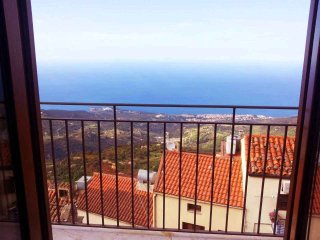 Spectatular view overlooking the Mediterranean. 15 miute drive to beach, Pollina