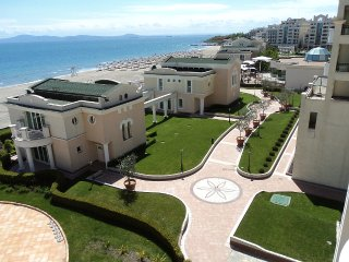 Q) Sunset Resort, Pomorie, SEA VIEW, Lg. 2 bed apt. in Eta Building.