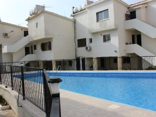 Cozy apartment (wi-fi) with pool, near sandy beach