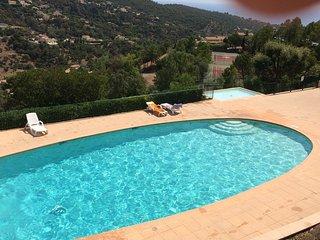 bel appartement avec terrasse et jardinet vue golfe de saint tropez, 4 personnes