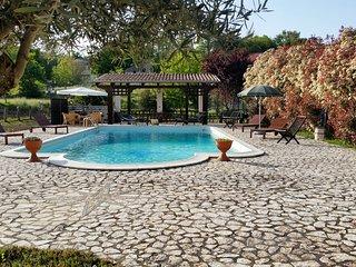 Villa con piscina per vacanze e cerimonie