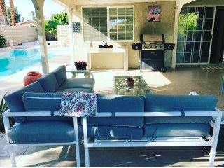 Prime Location!Spacious 3BD House/Pool & Jacuzzi, Palm Springs