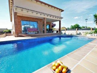 Preciosa moderna villa con piscina privada, sala de juegos y gimnasio
