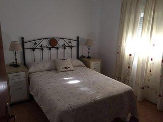 Chiclana casita de tres dormitorios, entre el centro y la playa.