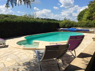 Home rental, stunning views, private pool/gardens, internet access and balcony, Saint-Cyprien