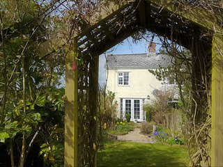 Sparrow Cottage (sleeps 3) rural,with garden. Forest of Dean. Ruardean Woodside