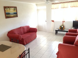 Charmingly furnished, Spacious 2 Bedroom Apartment Close to Oistins, Miami Beach