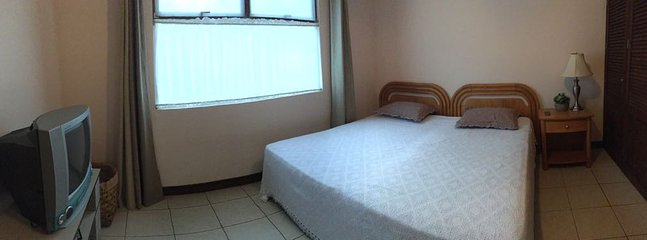 Second bedroom. This room can be set with 1 king bed or 2 twin beds.
