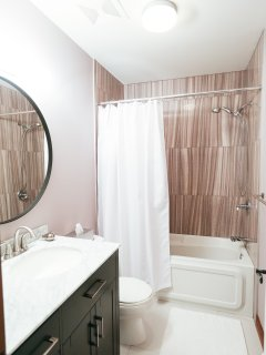 Renovated bathroom with access from the corridor