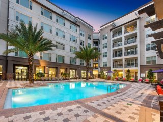 SPECTACULAR near International Dr & Disney Parks, Orlando