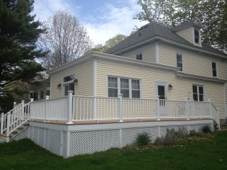 Gorgeous Home & Gardens, Steps from Dock Square