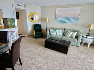 Ocean Front one bedroom 7L on the beach