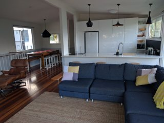 Tugun Funky Beach Side -Ideal for shared friends and large families Pet Friendly