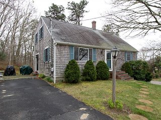 4BR Pet-Friendly Home on Bournes Pond, Minutes to Downtown Falmouth