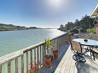 2BR on Russian River w/ Hot Tub – Close to Jenner on Sonoma Coast