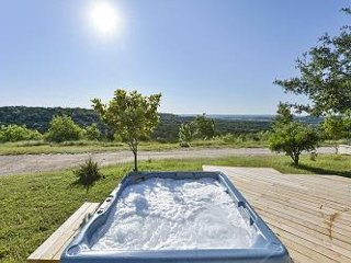 Hilltop 4BR w/ Hot Tub, Pool, Views, and Guest House