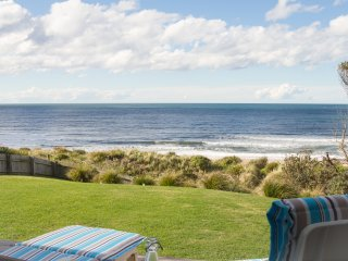 THE BEACH HOUSE - CULBURRA BEACHFRONT - PET FRIENDLY