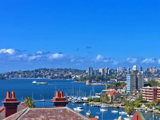 Light-filled Nth Sydney harbour view apartment, Kirribilli