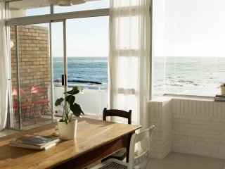 Minimalist Beach Flat with Incredible Sea Views!