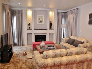 Large Furnished 2 Bedroom Flat opposite Zoo Lake in beautiful tree lined street