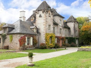 Château de Bassignac avec piscine chauffée