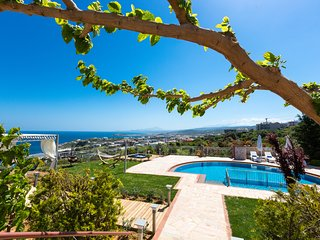 Villa Belle - High quality family villa with panoramic sea view!, Atsipopoulo