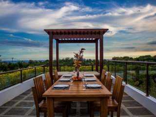 New! Luxurious villa with 3 bedrooms, private pool & sea view rooftop, Ungasan