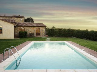 Lovely 3 bedroom villa in the scenic Tuscan countryside wih private pool