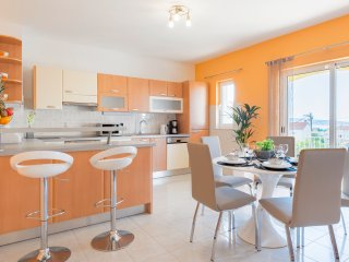 Apartment Dalamtian offers self-catering accommodaion in Kastela for 5 guests.