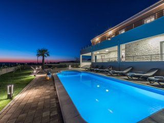 New luxury villa just 4km from the beach