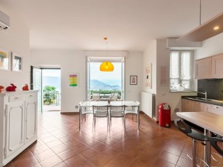 Italian Lakes contemporary 2 bedroom apartment, Stresa