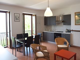 Stresa 3 bedroom apartment (sleeps 6)