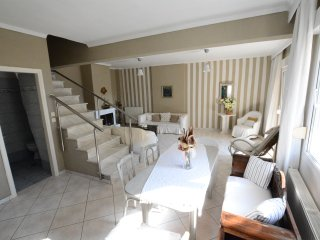 R73 Modern and spacious maisonette.