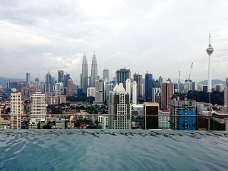Studio on High Floor with View, Wifi & Infinity Pool in KL City
