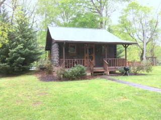 River Bend - Romantic Cabin for 2 on Little River