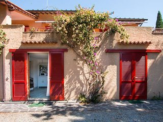 Villa Giolu:Villa Giolu: Corallo Apartment 200 m from the beach across the bay