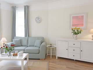 The Pier - luxury hotel style apartment by the sea, Southwold