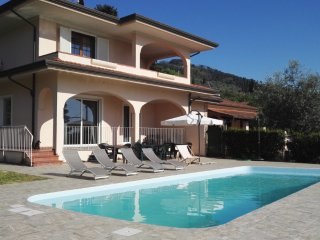 Villa Chiara with pool, few minutes from the beach!