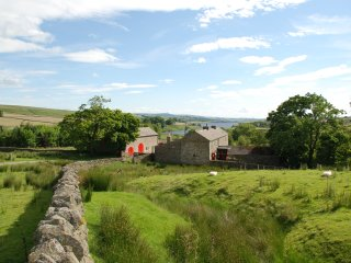 Blackton Grange: traditional farmhouse in North Pennines sleeps 40 (10 bedrooms)