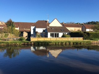 'Waterside Cottage' alongside Canal du Centre, Burgundy, Dennevy