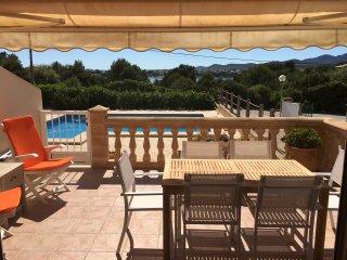 Planta baja, primera linea con piscina y jardín, Porto Colom