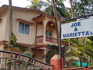 Joe and Marietta's Guesthouse - Jackfruit twin bedded room