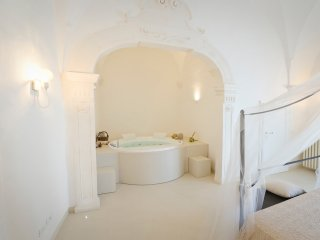Albeda: boutique apartment with sea view, private garden and jacuzzi.