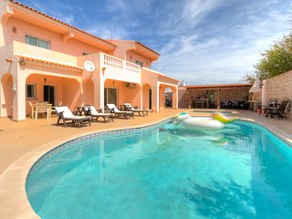 V5 Grey - fabulous 5 bed villa for 12 people, W/ private pool, near Vilamoura