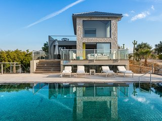 Sea front luxury villas in the most elegant area of Crete